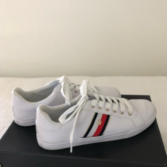 Tommy Hilfiger Lenka Laceup Sneaker